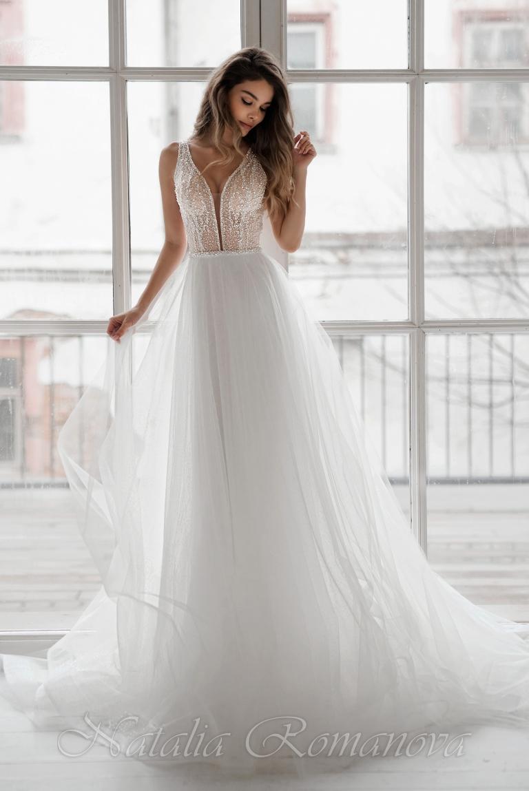 Свадебное платье Роксана в глубоким декольте и широкими лямками
