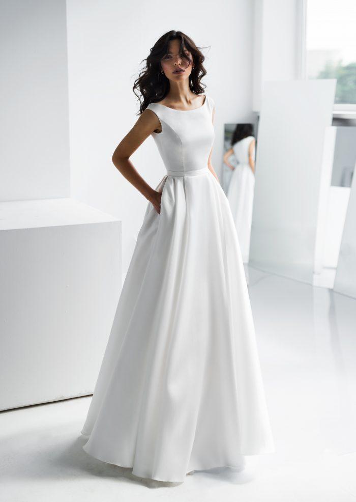 Свадебное платье закрытое, вырез лодочка