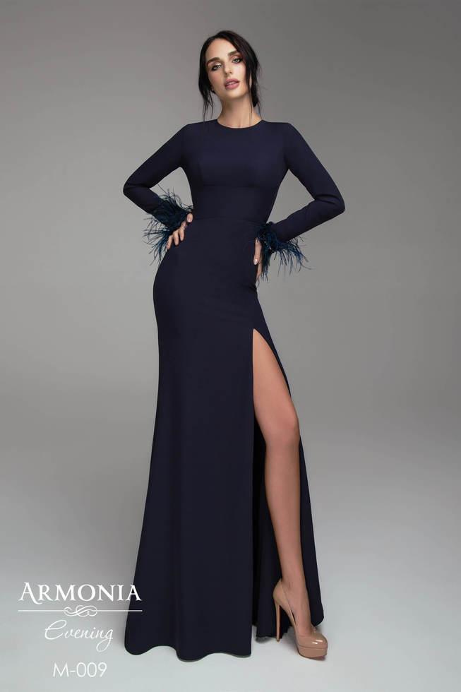 36e3be50464 Эффектное и элегантное вечернее платье в пол с длинными рукавами и разрезом  спереди.