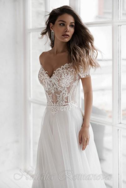 Свадебное платье Айлин с открытыми плечиками и пышной юбкой