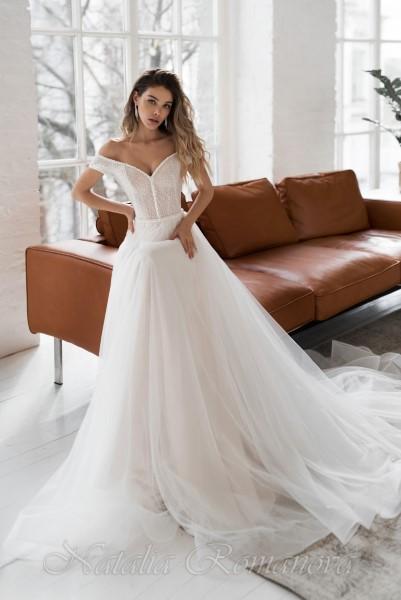 Свадебное платье Солвейг с расшитым бисером корсетом и спущенными рукавчиками