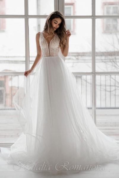 Платье невесты Роксана в глубоким декольте и широкими лямками