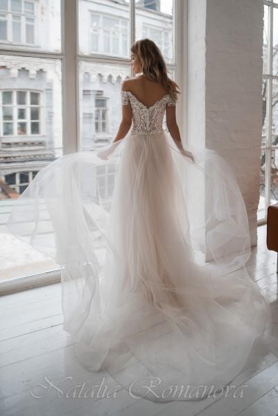 Свадебное платье Милли с расшитым корсетом и спущенными рукавчиками