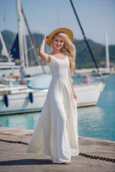 Классическое свадебное платье на лямках
